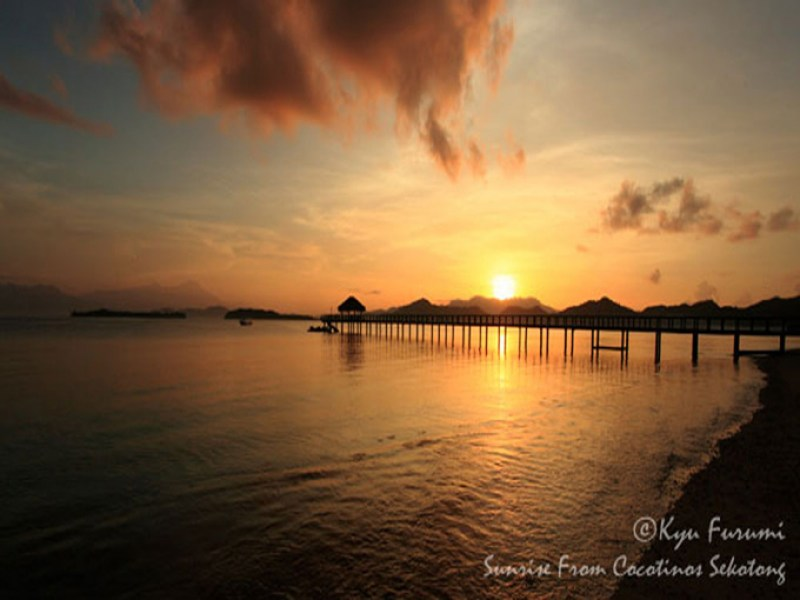 sekotong_cocotinos_jetty_sundown
